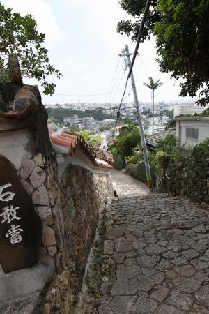 首里石畳・下り側の石敢當(縦):No.0084