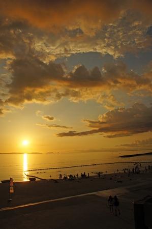 豊崎美らSUNビーチからの夕日(縦):No.0626
