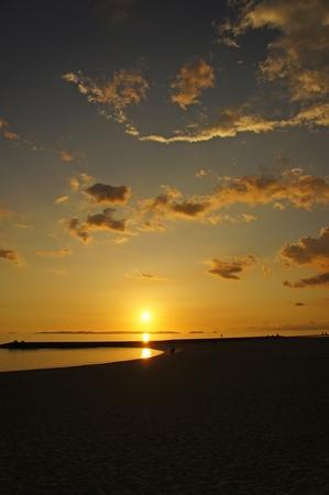 豊崎美らSUNビーチからの夕日(縦):No.0628