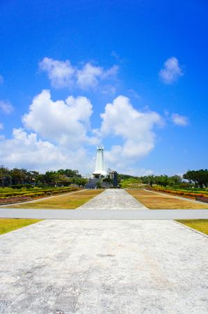 沖縄平和祈念堂の広場(縦):No.0840