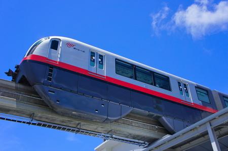 次の駅に向かうモノレール (横):No.0988