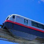 次の駅に向かうモノレール (縦):No.0991
