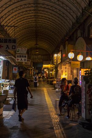 平和通り(夜)・公設市場付近(縦):No.1621