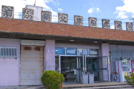 泊心頭北岸船客待合所・入口付近(横):No.1979