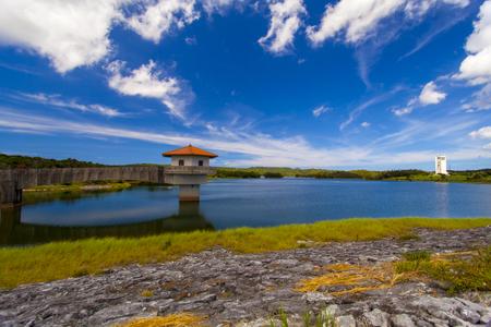 倉敷ダム・取水塔とダム湖(横):No.2042