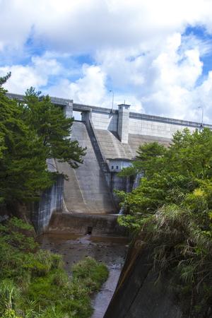 辺野喜ダム・洪水吐きと堤体(縦):No.2264