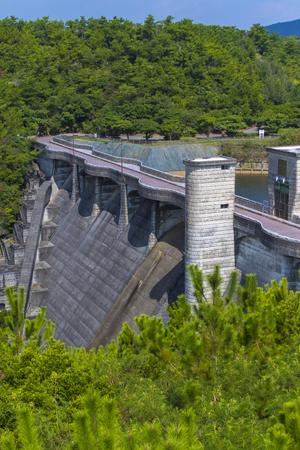 漢那ダム・高台から見た堤体(縦):No.2268
