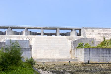 金武ダム・洪水吐き(横):No.2282