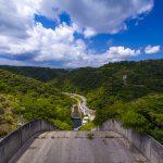 福地ダム・堤頂から見た周辺の森(横):No.2186