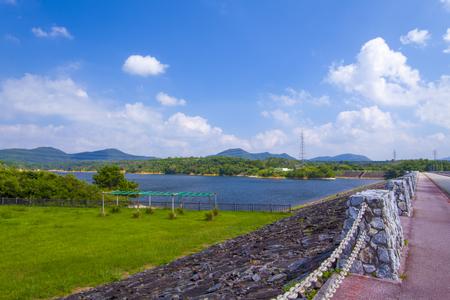漢那ダム・周辺道路とダム湖(横):No.2222