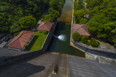 漢那ダム・洪水吐きの上から見た景色(横):No.2232