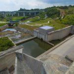 金武ダム・上から見た洪水吐き(横):No.2252