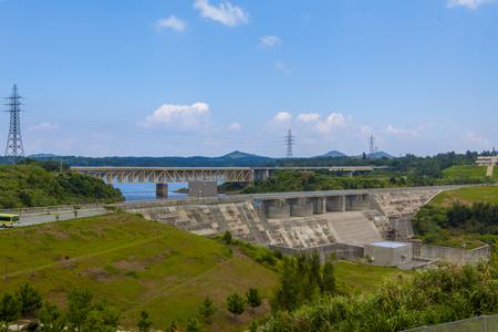 金武ダム・高台から見た洪水吐きと堤体(横):No.2253