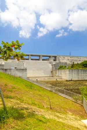 金武ダム・堤体下流側(縦):No.2256