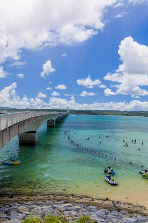 古宇利大橋と古宇利ビーチ(縦):No.2331