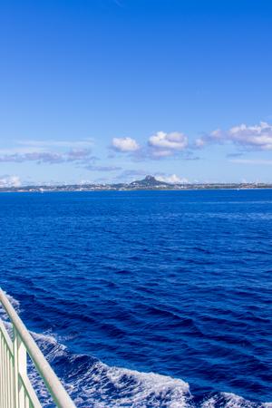 フェリーぐすく・デッキから見える伊江島(縦):No.2654