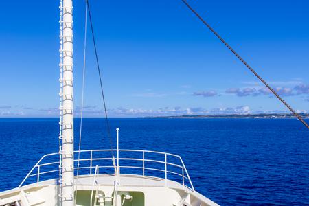 フェリーぐすく・船首付近から見える伊江島(横):No.2655