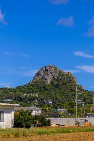 伊江村内から見える城山(伊江島タッチュー)遠景(縦):No.2411