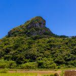 伊江村内から見える城山(伊江島タッチュー)(横):No.2415