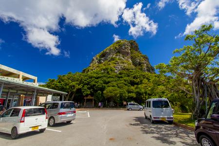 城山(伊江島タッチュー)登山口付近の駐車場(横):No.2401