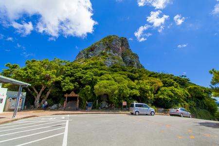 城山(伊江島タッチュー)登山口付近の駐車場(横):No.2402