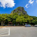 城山(伊江島タッチュー)登山口付近の駐車場(縦):No.2403