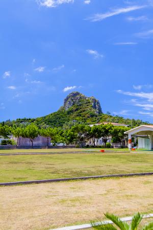 伊江村ミースィ公園からの城山(伊江島タッチュー)(縦):No.2407
