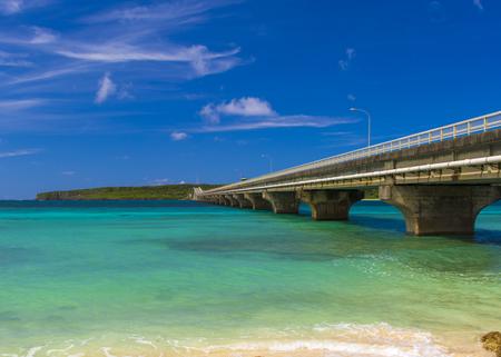 砂浜から見える来間大橋と来間島(横):No.2990