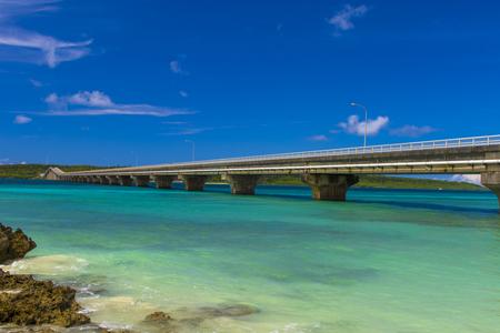 砂浜から見える来間大橋と来間島(横):No.2994