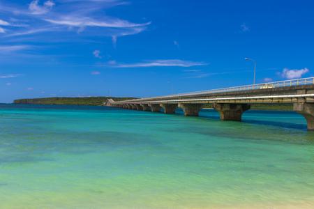 砂浜から見える来間大橋と来間島(横):No.2996