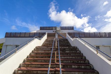 カママ嶺公園・展望台の階段(横):No.3224